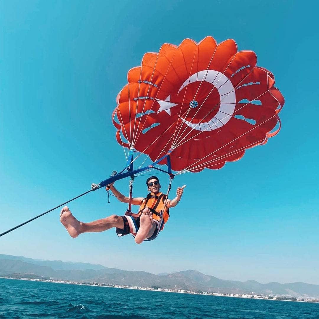 parasailing at baina beach goa