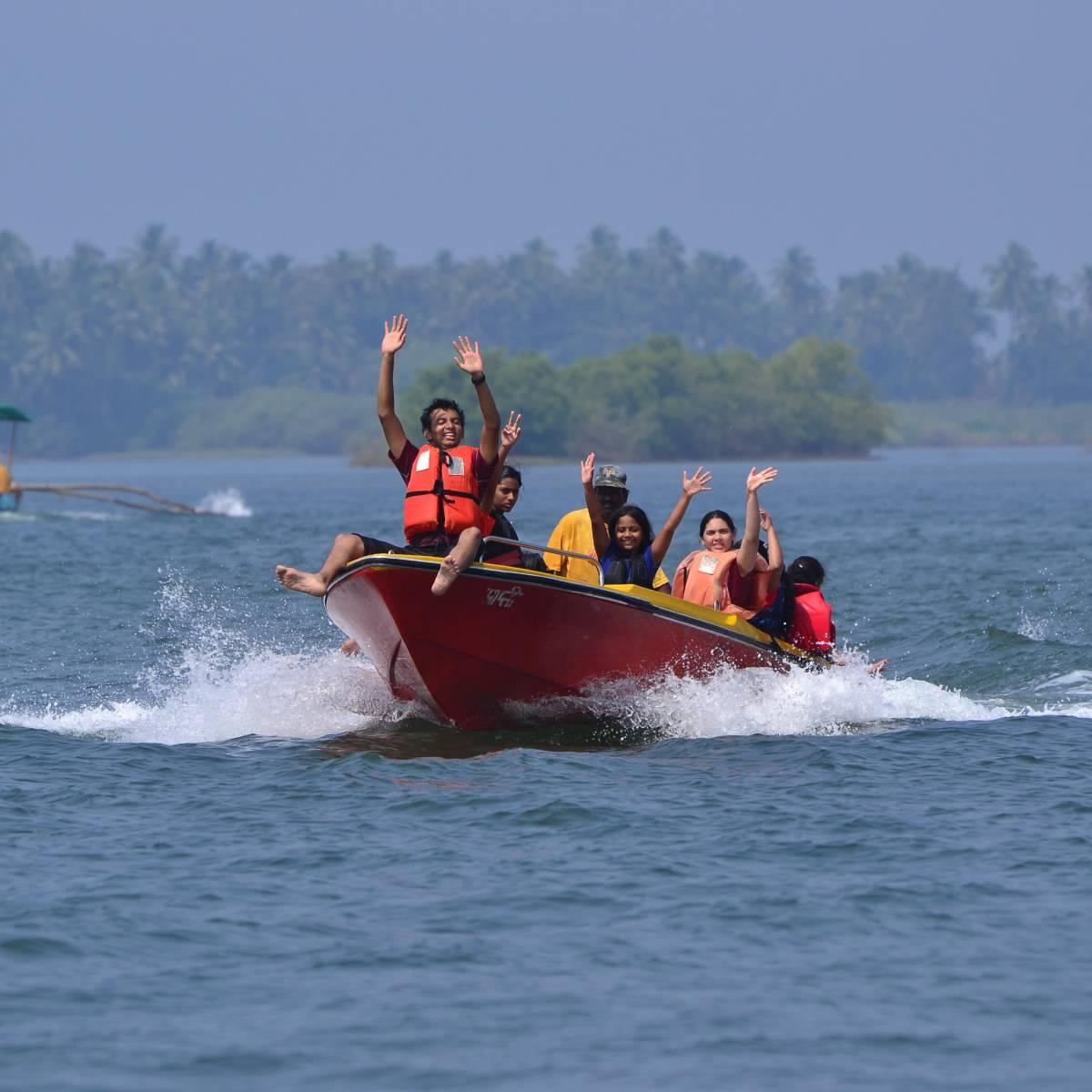 speed boat ride at devbag beach